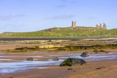 Замок Dunstanburgh Стоковые Изображения RF