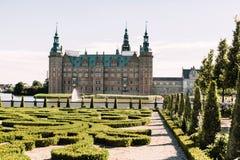 Замок Frederiksborg издалека стоковые изображения