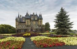 Замок Garibaldi туристского центра в деревне Hryaschevka близко стоковое изображение