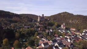 Замок Hardegg в Австрии - виде с воздуха видеоматериал