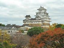 Замок Himeji в сезоне осени расположенном в Himeji, Японии Стоковая Фотография