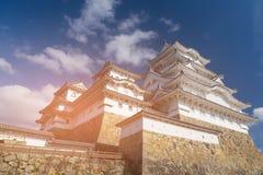 Замок Himeji против голубого неба, Японии стоковое изображение rf