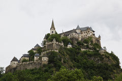 Замок Hochosterwitz на утесе, Carinthia в Австрии Стоковая Фотография
