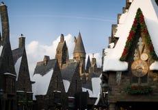 Замок Hogwarts за деревней Hogsmeade стоковое изображение rf