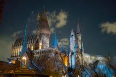 Замок Hogwarts на ноче стоковое фото rf