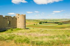 Замок Hornillos de Cerrato и испанского ландшафта стоковое фото rf