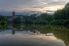 Замок Kost и ручеек Bily Заход солнца взгляд городка республики cesky чехословакского krumlov средневековый старый Стоковые Фотографии RF