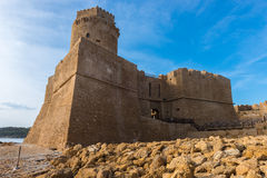 Замок Le Castella на каподастре Rizzuto, Калабрии, Италии Стоковые Фотографии RF