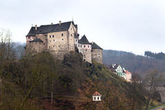 Замок Loket и чехия городища Стоковое Изображение