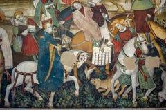 Замок Manta, наводя датировка замка назад к тринадцатому веку, который поднимает около 40 километров от Турина - фрески стоковое фото