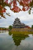 Замок Matsumoto в предыдущей осени Стоковое Изображение RF