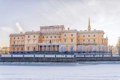 Замок Mikhailovsky в Санкт-Петербурге морозная зима утра Стоковые Изображения