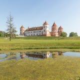 Замок Mir в Беларуси на дневном времени Стоковые Фотографии RF