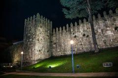 Замок Muralha Fernandina в историческом центре Порту, Португалии стоковые фотографии rf