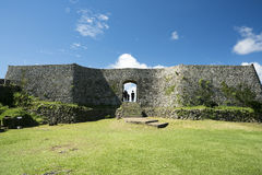 Замок Nakagusuku губит пейзаж Стоковое Изображение RF