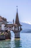 Замок Oberhofen на озере Thun в Швейцарии стоковая фотография rf