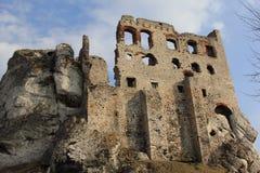 Замок Ogrodzieniec губит Польшу. Стоковые Изображения RF