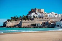 Замок Peniscola, взгляд от пляжа Испания Стоковые Фото