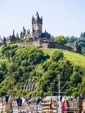 Замок Reichsburg Cochem над городом Cochem Стоковые Изображения