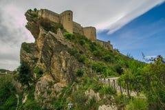 Замок Roccascalegna расположил на скалистый headland стоковая фотография