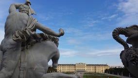 Замок Schönbrunn от фонтана Нептуна Стоковая Фотография RF
