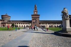 Замок Sforzesco в месте Cairoli, милане, Италии стоковые изображения