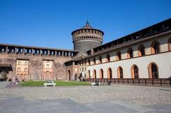 Замок Sforzesco в месте Cairoli, милане, Италии стоковое изображение rf