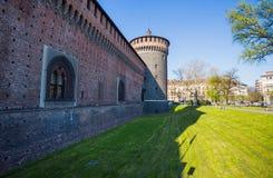 Замок Sforzesco в месте Cairoli, милане, Италии стоковая фотография rf