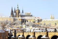 Замок Snowy Праги готический Стоковое фото RF