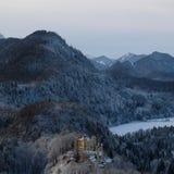 Замок Snowy Hohenschwangau во время зимы стоковые фотографии rf