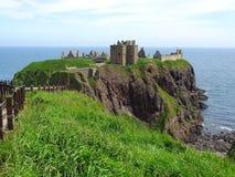 Замок Stonehaven Dunnottar около Абердина Шотландии Стоковое Изображение RF