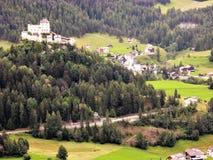 Замок Tarasp около Scuol, Швейцарии Стоковые Фотографии RF