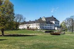 Замок Tidö обнаружил местонахождение внешнее VästerÃ¥s, Швецию в весеннем времени стоковые фотографии rf