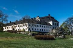 Замок Tidö обнаружил местонахождение внешнее VästerÃ¥s, Швецию в весеннем времени стоковое изображение rf
