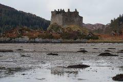 Замок Tioram, шотландские гористые местности Стоковые Изображения RF