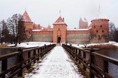 Замок Trakai в зиме Стоковое Изображение