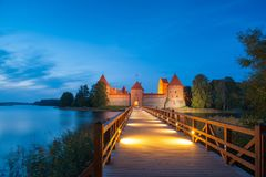 Замок Trakai на ноче стоковые фото