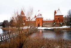 Замок Trakai средневековый в зиме стоковое фото