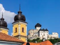 Замок Trencin церков Piarist Стоковые Фотографии RF