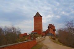 Замок Turaida во время весны, Sigulda, национального парка Gauja, Латвии стоковые изображения