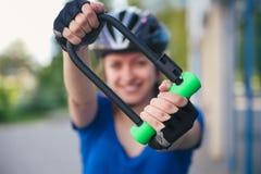 Замок U- велосипеда Задействуя парк Стоковое Изображение