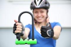 Замок U- велосипеда Задействуя парк Стоковое Фото