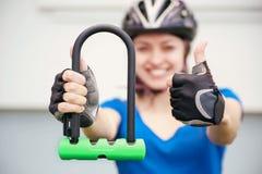 Замок U- велосипеда Задействуя парк Стоковая Фотография