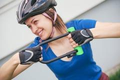Замок U- велосипеда Задействуя парк Стоковое фото RF