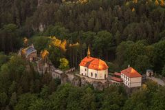 Замок Valdstejn в богемском рае сверху стоковая фотография