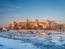 Замок Wawel в зимнем времени стоковые фотографии rf