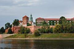 Замок Wawel в Кракове, длинном реке и каменных стенах Стоковое Изображение