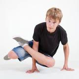 замораживание мальчика b стоя предназначенная для подростков белизна Стоковое Изображение RF
