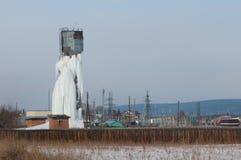 Замороженная водонапорная башня стоковое изображение rf