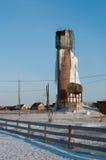 Замороженная водонапорная башня стоковое изображение
